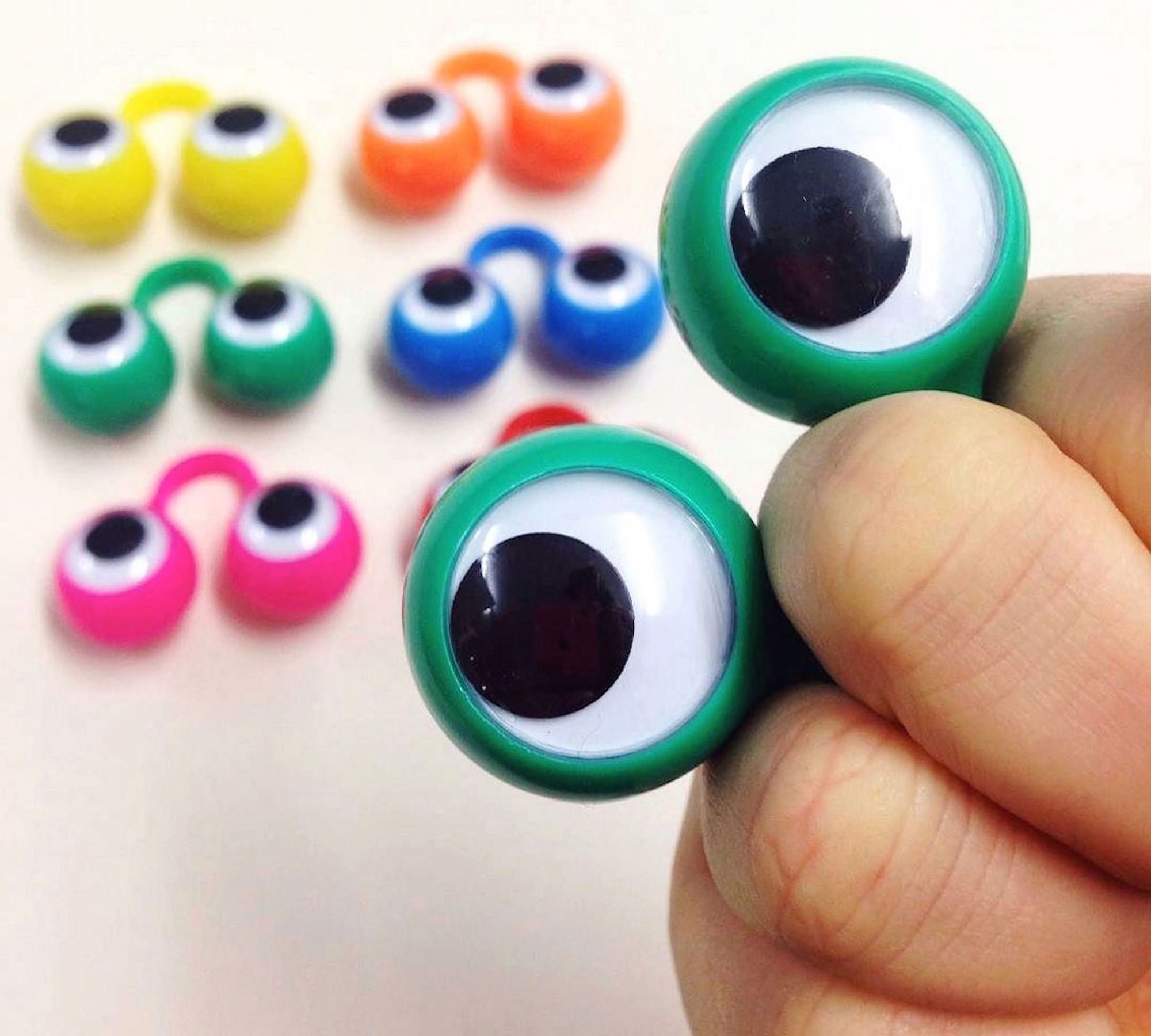 Googly_Eyes_Oobi_Hand_Puppet.jpg